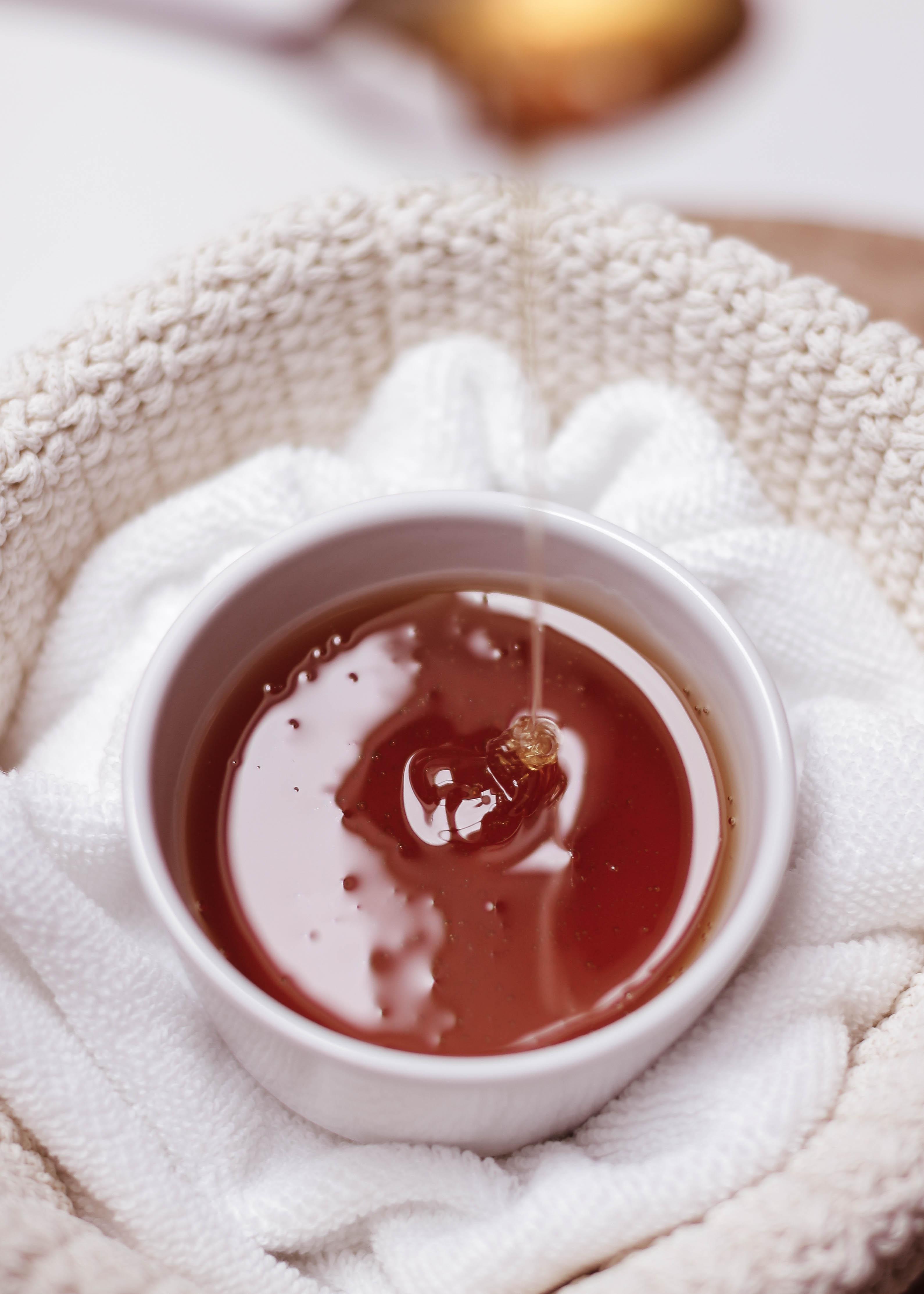 Schöne, glatte Haut im Sommer: Waxing oder Sugaring?