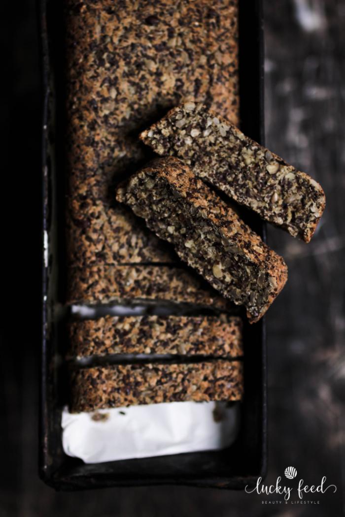 Körnerbrot, veganes Körnerbrot, Rezept Körnerbrot, Rezept veganes Brot, selbstgebackenes Brot, Rezept gesundes Brot, Rezept gesundes Körnerbrot